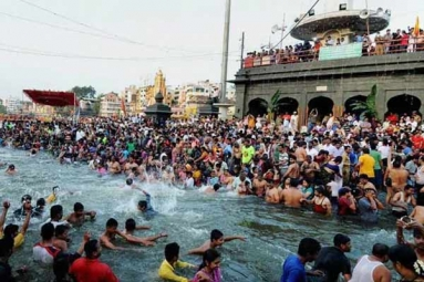 Kumbh Mela 2019: Indian Diaspora Takes Dip in Holy Water at Sangam