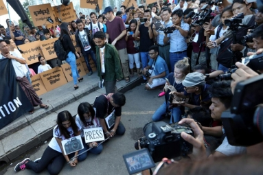 Dozens Protest Against Jailing of Reuters Reporters